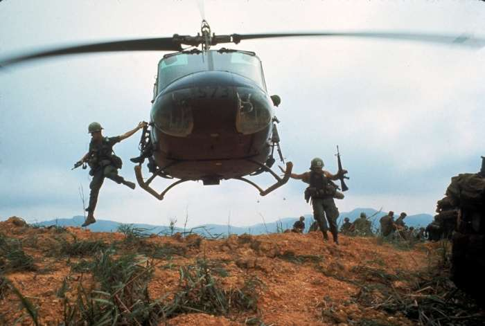 larry burrows vietnam photo
