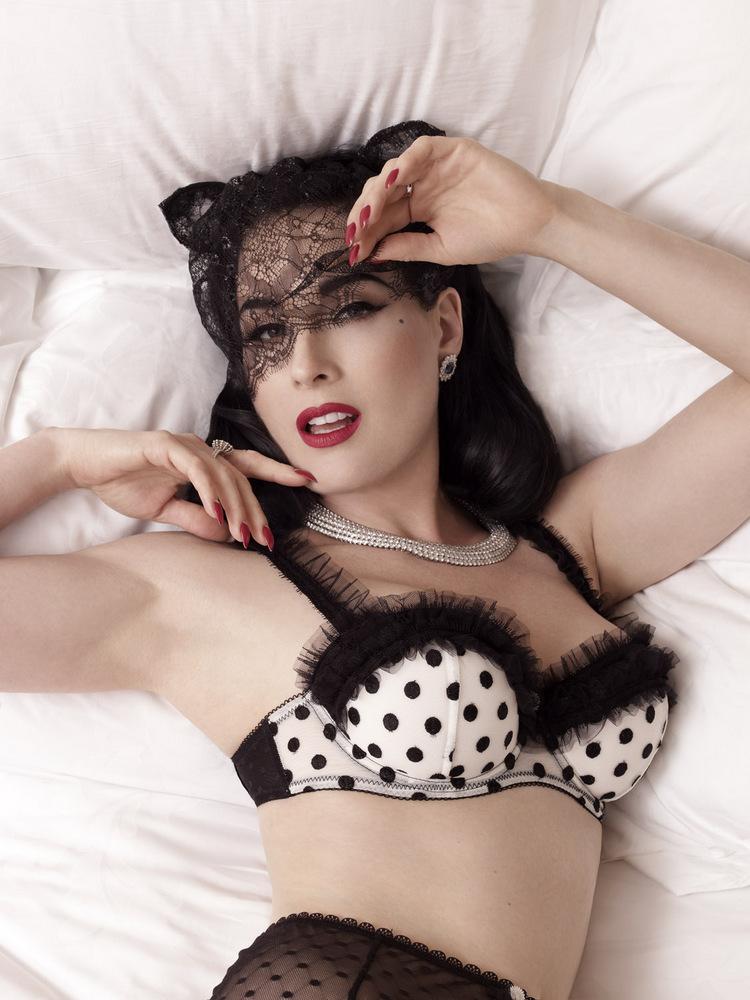 Dita von teese Série photo lingerie